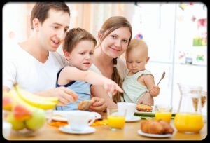 healthy_eating_s11_parents_encourageing_kids_to_eat_new_food