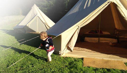 赤ちゃんのキャンプ(コテージ・テント)のデビューっていつから?持ち物や注意点