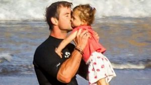 chris_hemsworth_daughter_64
