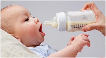 赤ちゃんが哺乳瓶を嫌がる!飲まない理由と対策!完母のメリットは?