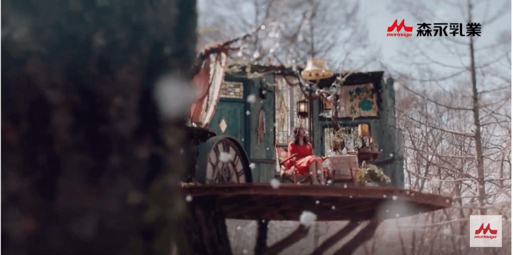 森永アイス「蜜と雪」CMで『粉雪』を歌うロングヘアの女性(女優)は誰?