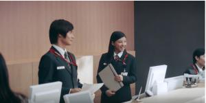 日本郵政(郵便局)CMの女優は誰?ロングヘアで制服の女性がかわいい